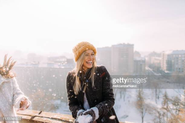 young woman enjoys snowy winter - alegria imagens e fotografias de stock