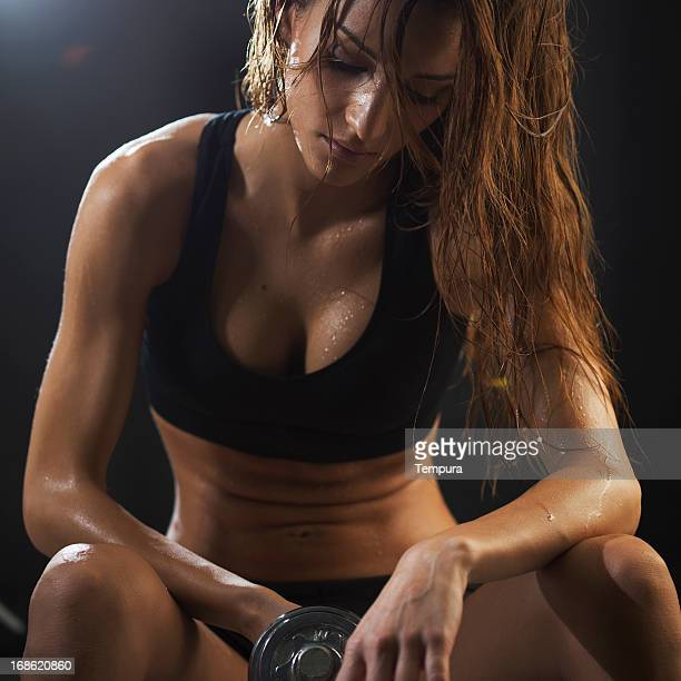 Young woman exercicing in the gym.