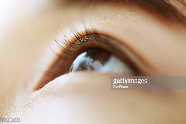 young woman eye close-up - 眼 ストックフォトと画像