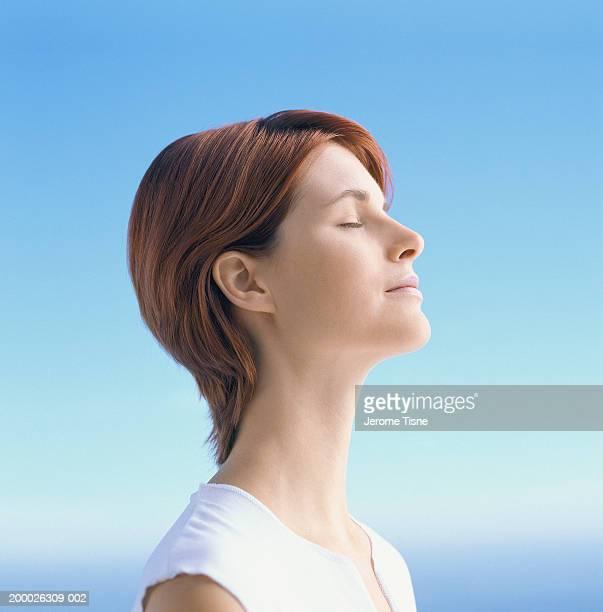 young woman, eyes closed, profile - olhos fechados - fotografias e filmes do acervo