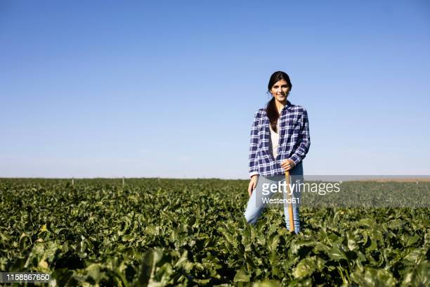 young woman farmer with hoe on field - castilla leon fotografías e imágenes de stock