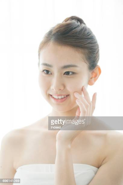 young woman feeling her face skin - 頬 ストックフォトと画像