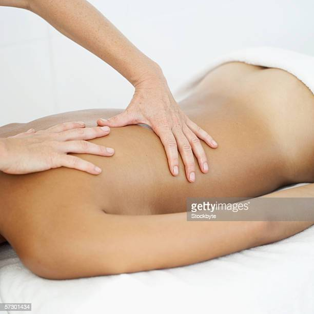 young woman getting a back massage - marque de bronzage photos et images de collection
