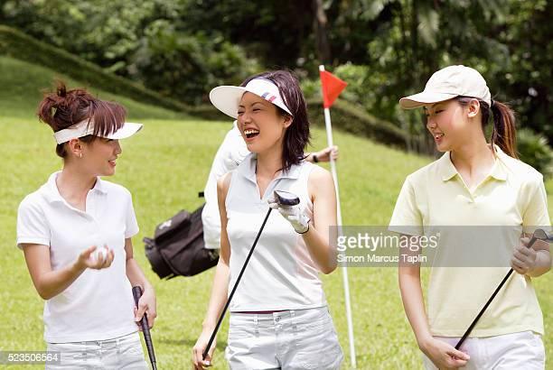 young woman golfers - 女子 ゴルフ ストックフォトと画像