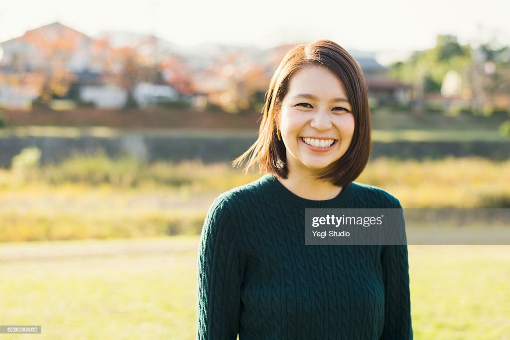 Young woman having a good time in outdoors : ストックフォト