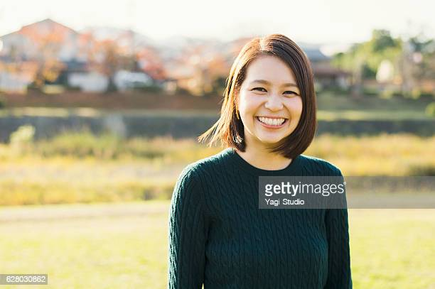 young woman having a good time in outdoors - 20代 ストックフォトと画像