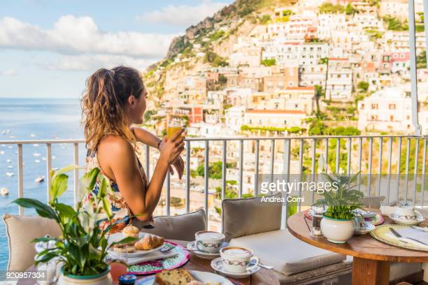 young woman having breakfast in positano - mediterrane kultur stock-fotos und bilder