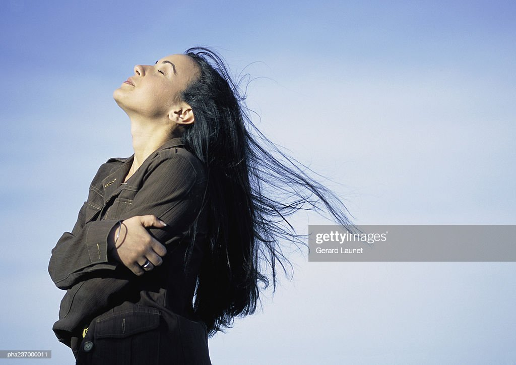 Young woman, head back, eyes close, side view. : Stockfoto