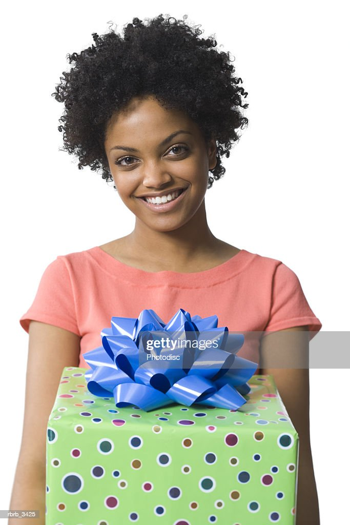 Young woman holding a gift : Foto de stock