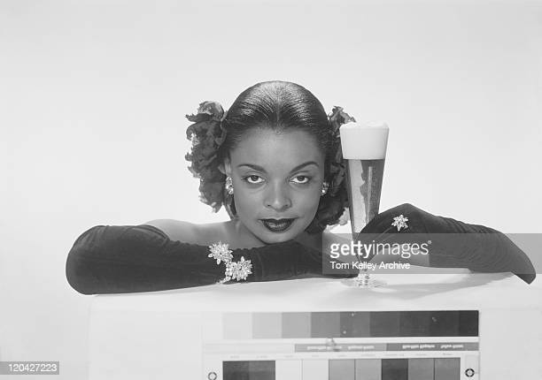 young woman holding beer glass, smiling, portrait - 1950 1959 fotografías e imágenes de stock