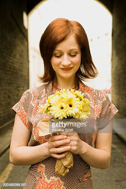 young woman holding bouquet of flowers - schiff stock photos and pictures
