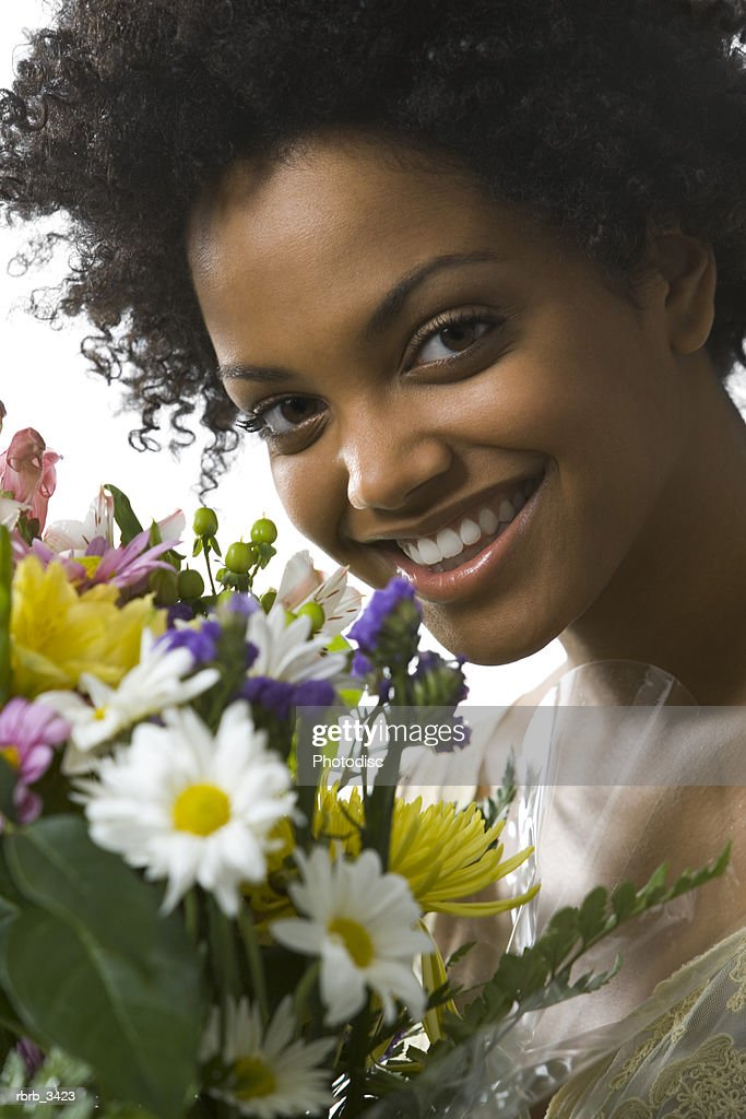 Young woman holding flowers : Foto de stock