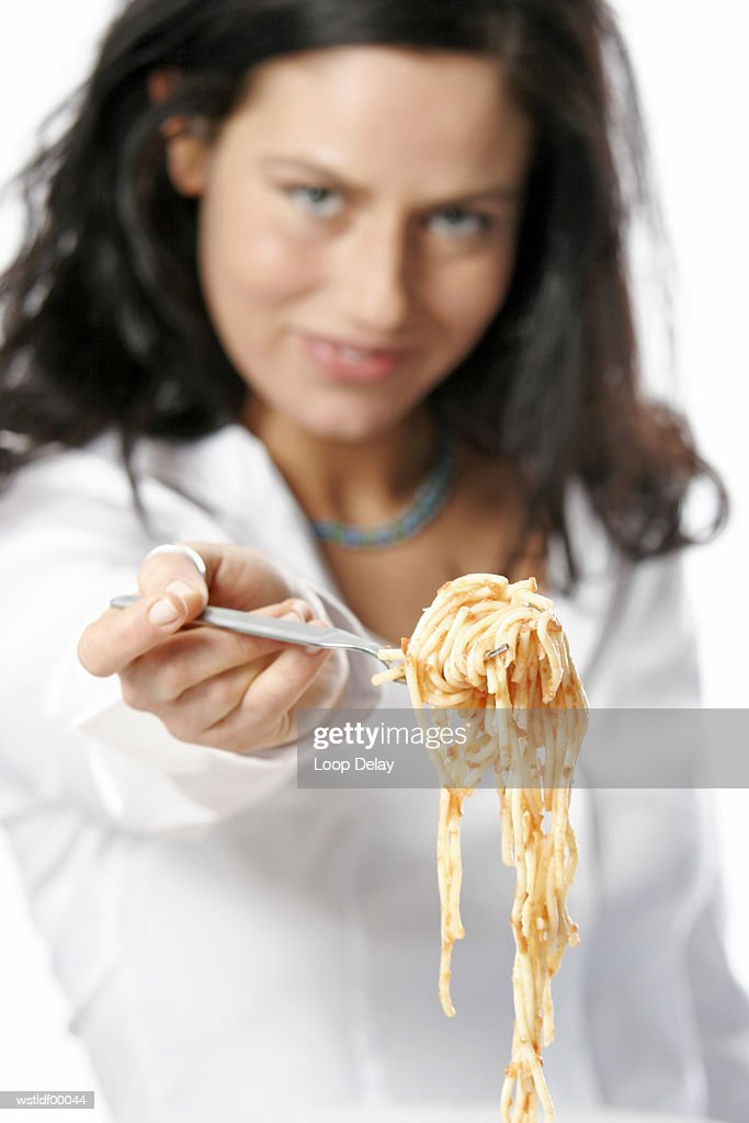 Young woman holding fork with Spaghetti : Stockfoto