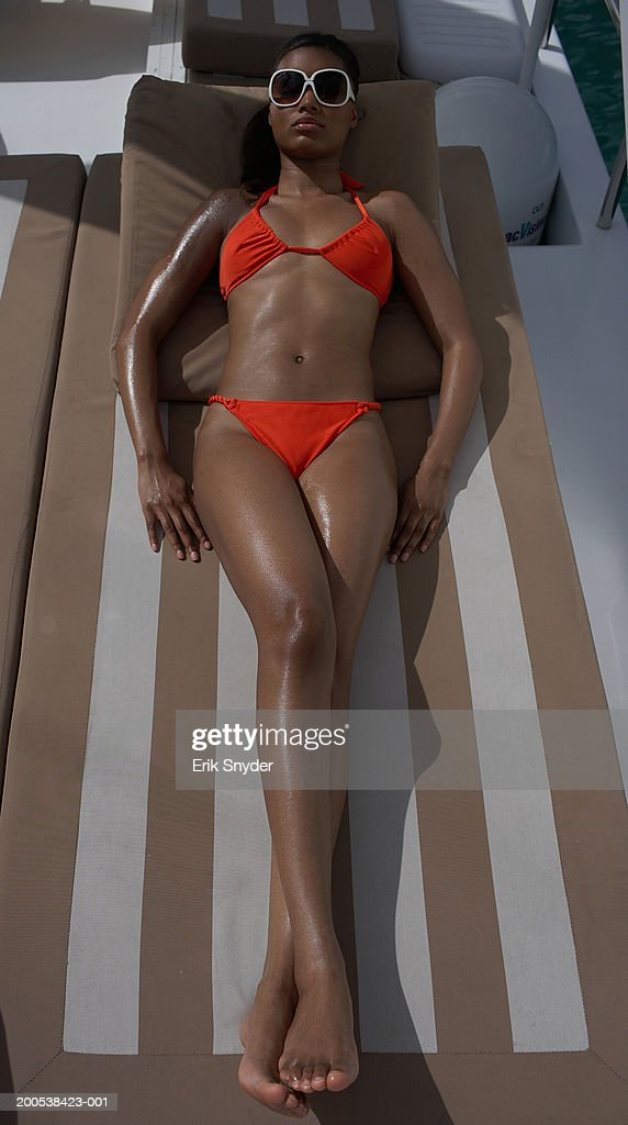 Young woman in bikini sunbathing on yacht : Foto de stock