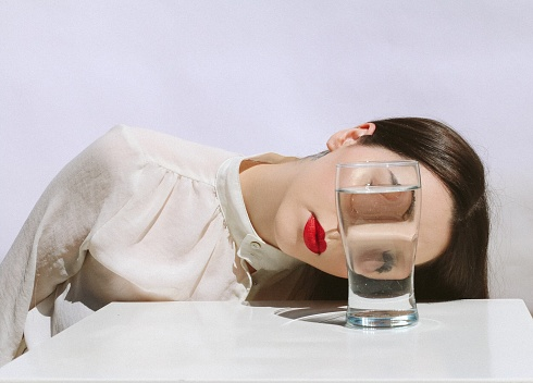 Young Woman In Front Of Drink On Table - gettyimageskorea
