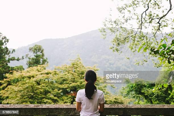 若い女性の自然