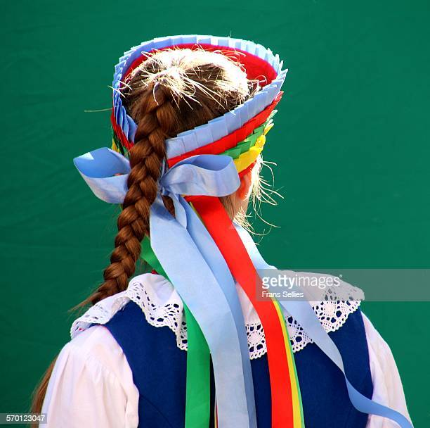 young woman in poland wearing traditional dress - pologne photos et images de collection