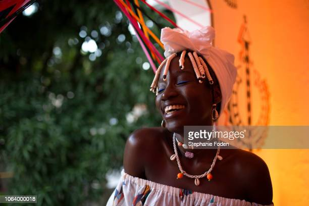 a young woman in salvador, brazil - brasilianische kultur stock-fotos und bilder