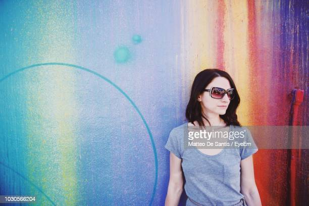 young woman in sunglasses standing against wall - of miami photos stock pictures, royalty-free photos & images