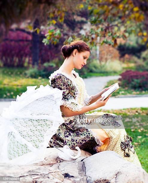 jovem mulher em raios de sol de outono - estilo século dezenove - fotografias e filmes do acervo