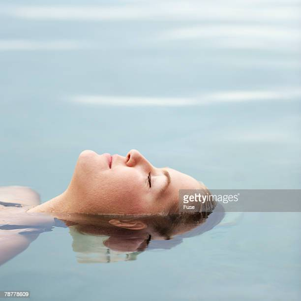 young woman in water - 水に浮かぶ ストックフォトと画像