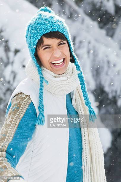 young woman in winter clothes smiling at camera - courchevel photos et images de collection