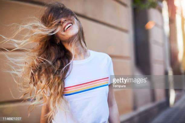 young woman influencer posing for social media. - moda imagens e fotografias de stock