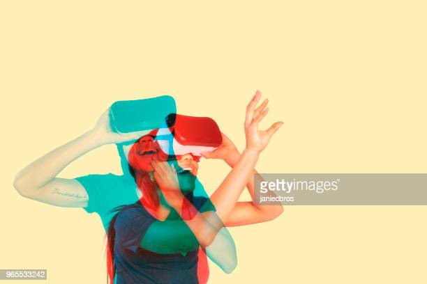 young woman inside virtual reality - simulatore di realtà virtuale foto e immagini stock
