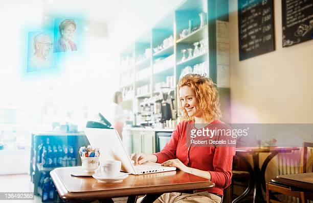 young woman interacting with family using laptop - newpremiumuk stock pictures, royalty-free photos & images
