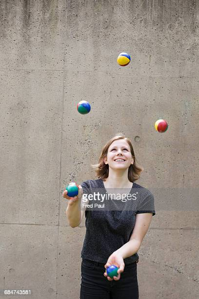 young woman juggling - juggling stock pictures, royalty-free photos & images