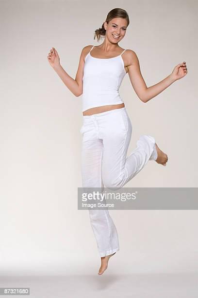 young woman jumping - débardeur photos et images de collection