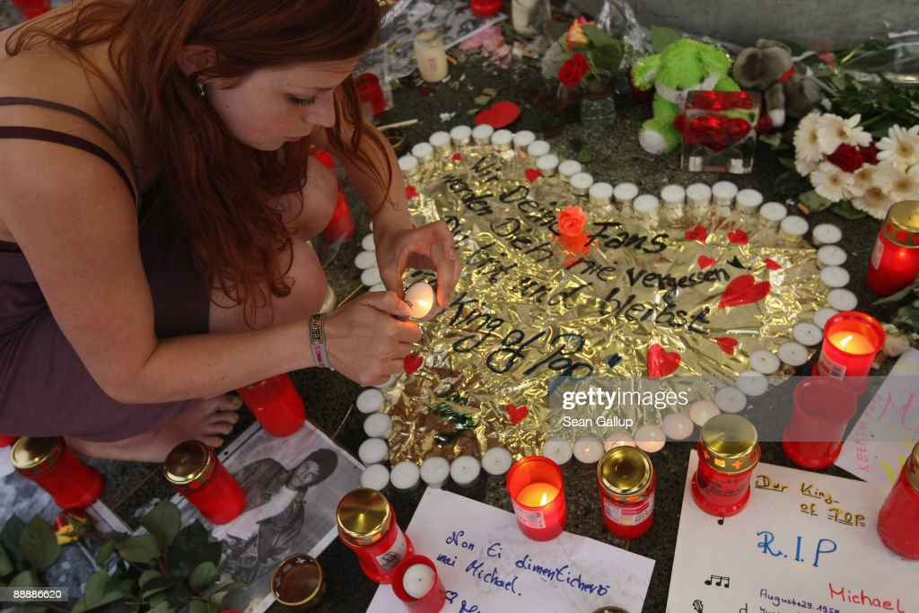 The World Watches The Michael Jackson Memorial Service : News Photo