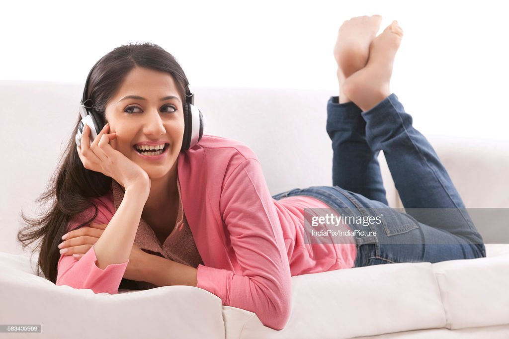 Young woman listening to music on her headphones : Stock Photo