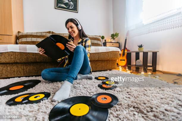 young woman listening to old records in lockdown - record analog audio stock pictures, royalty-free photos & images