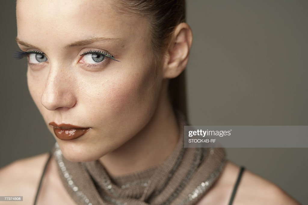 Young woman looking at camera, portrait : Bildbanksbilder