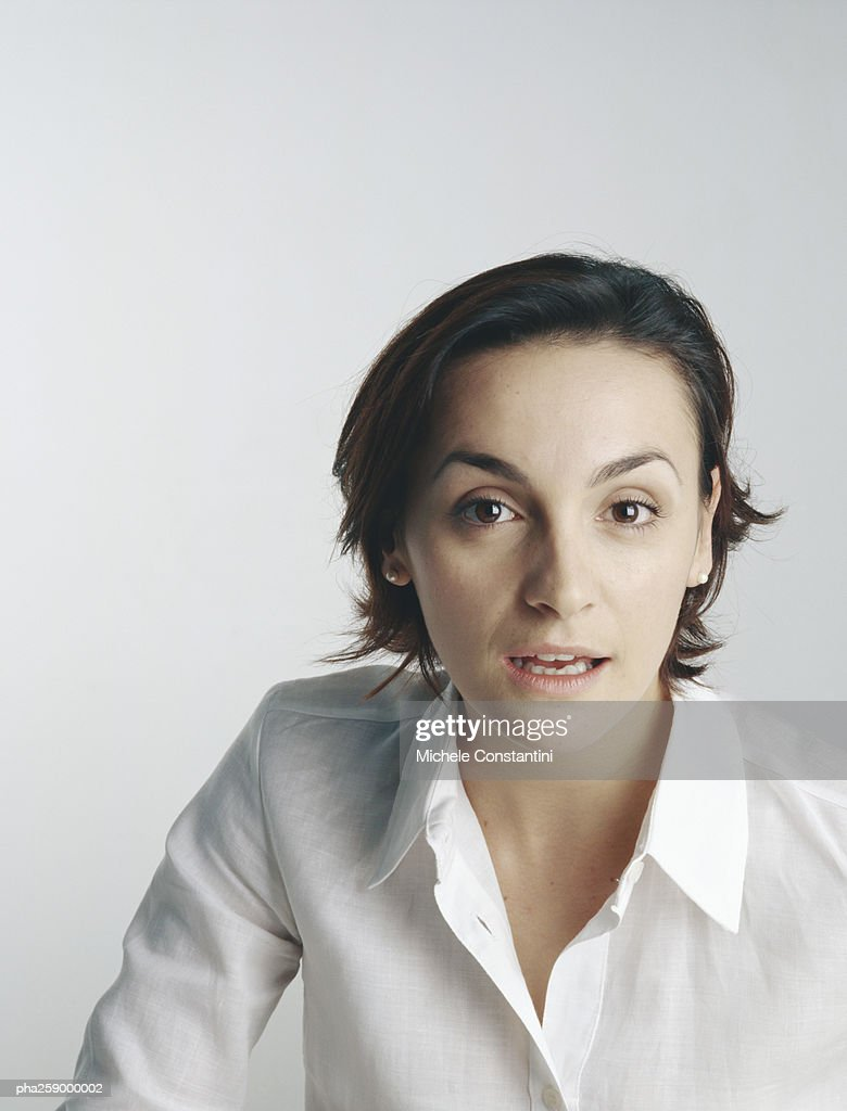 Young woman looking at camera with mouth slightly open : Stockfoto