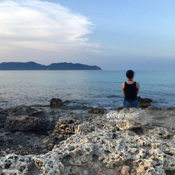 young woman looking at view - isla mujeres fotografías e imágenes de stock