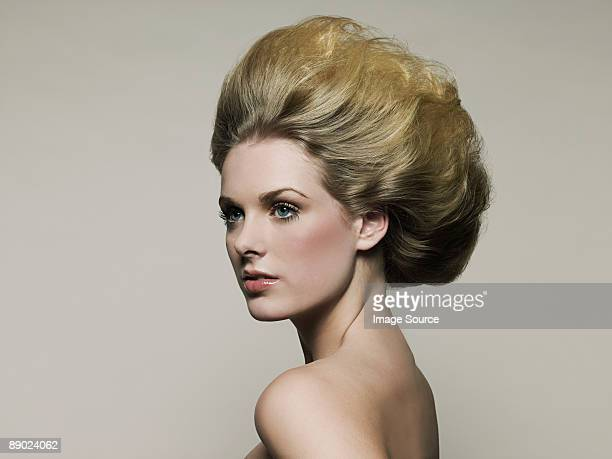 young woman looking away - beehive hair stock pictures, royalty-free photos & images