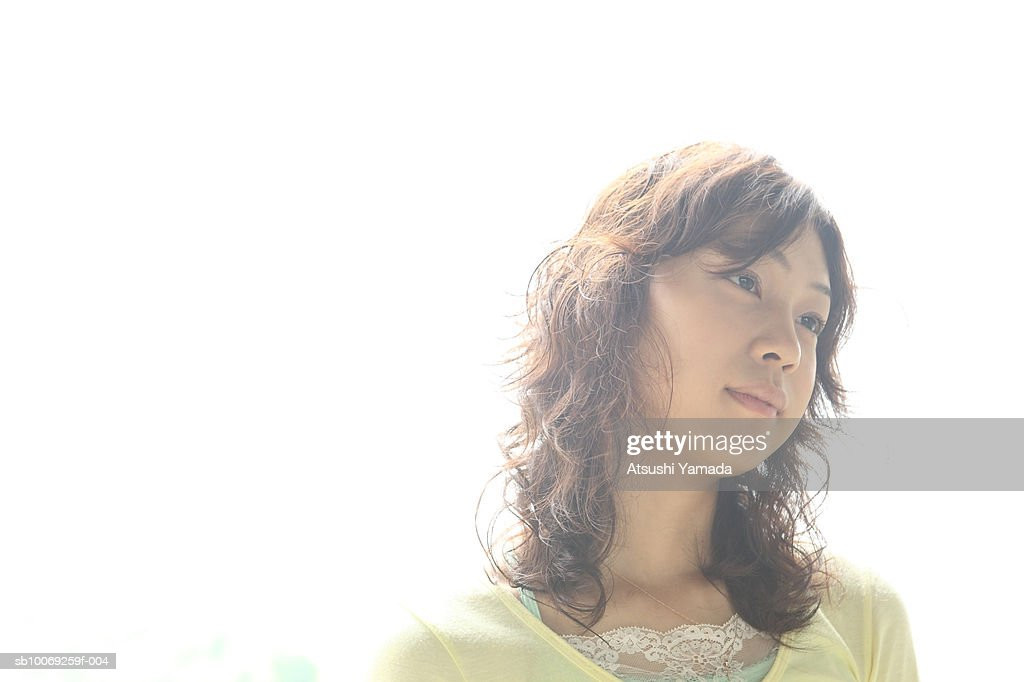Young woman, looking away : Stockfoto
