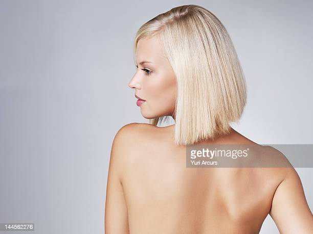 young woman looking over shoulder, studio shot - beautiful bare breasted women stock pictures, royalty-free photos & images