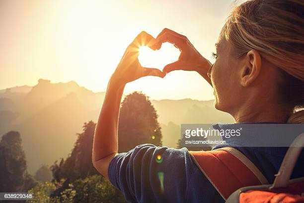 young woman loving nature - toerisme stockfoto's en -beelden
