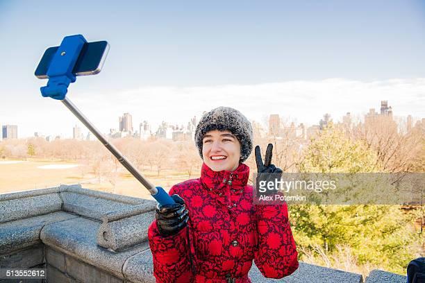 Jeune femme prendre selfie au Château du Belvédère de Central Parc