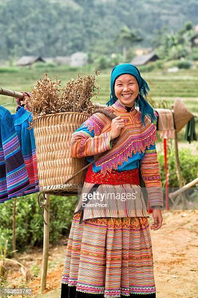 Mujer joven del río Tay minoría Vietnam del norte
