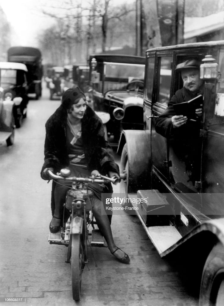 Young Woman On A Motorcycle In Paris, 1930 : ニュース写真
