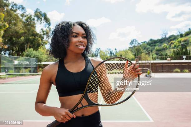 young woman on tennis court - tennis racquet stock pictures, royalty-free photos & images