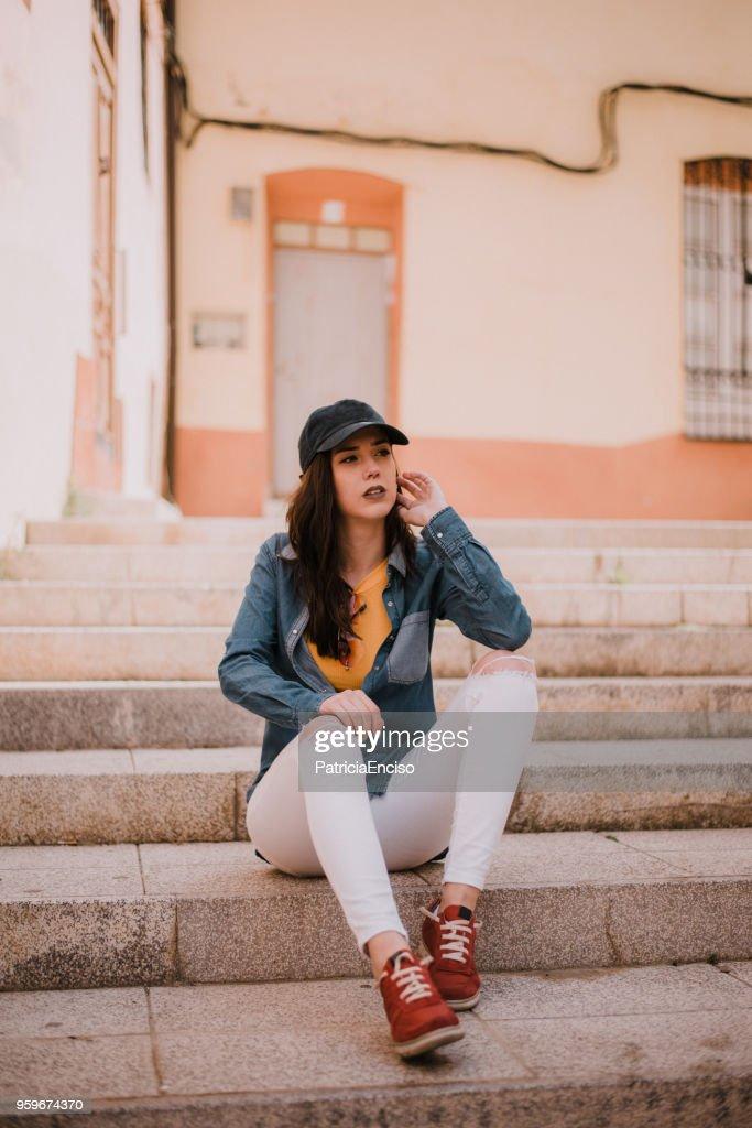 Junge Frau am Telefon : Stock-Foto