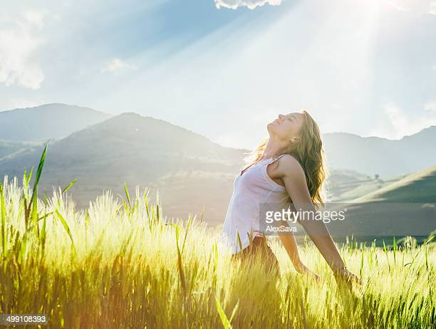 young woman outdoor enjoying the sunlight - spirituality stockfoto's en -beelden