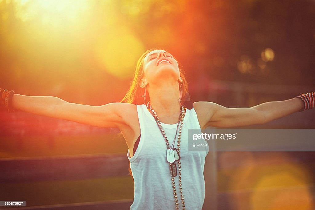 Young woman outstretched arms enjoys the freedom and fresh air : Stock Photo