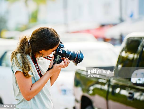 young woman photographing outdoor with canon eos 7d - editorial stock pictures, royalty-free photos & images