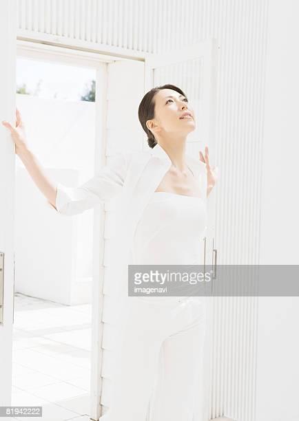 a young woman - ストラップレス ストックフォトと画像